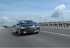 Toyota nâng cấp, giảm giá Camry