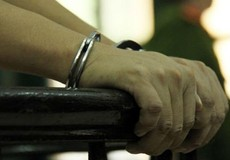 Đổi thuốc phiện bằng quần áo, hai chú cháu nhận 40 năm tù