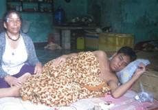 Mẹ con người phụ nữ Tà Ôi bỏ nhà về Huế lay lắt 'đeo' bệnh viện