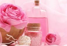 Công dụng tuyệt vời của nước hoa hồng – bạn đã thử?