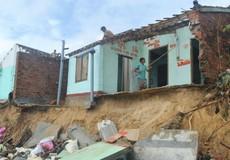 Phú Yên: Sóng đánh sập nhà, triều cuốn hết tài sản, người dân hết chỗ sống