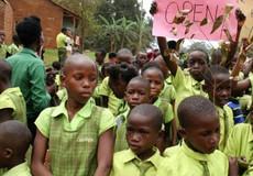 Uganda đóng cửa trường học do Mark Zuckerberg và Bill Gates tài trợ