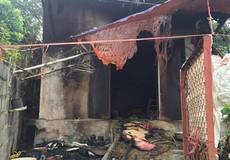 Hắt axit vào vợ chồng hàng xóm, bà lão đốt nhà tự thiêu