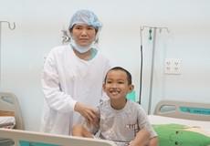 Mẹ tặng nửa lá gan, cứu sống con trai 10 tuổi