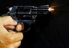 Cụ ông U80 rút súng bắn người rồi lên xe máy bỏ trốn
