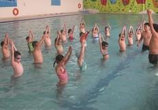 """Hè đến, lại """"nóng"""" chuyện dạy bơi cho trẻ"""