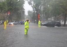 CSGT Hà Nội tăng cường ứng trực giúp dân đối phó bão số 2