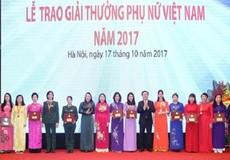 Tập thể nữ Tổng cục THADS nhận Giải thưởng Phụ nữ Việt Nam