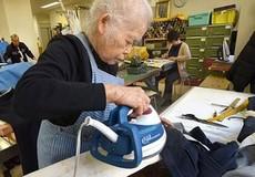 Tạo việc làm cho người cao tuổi:  Là yêu thương hay bất hiếu?
