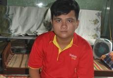 Chàng trai khuyết tật  bước vào giảng đường đại học