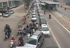 Xe buýt nhanh Hà Nội bị xe máy biến thành...chậm