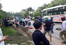 Nghệ An: Xe khách va chạm với xe máy, 2 phụ nữ tử vong