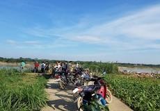 """Phú Thọ: """"Hỗn chiến"""" trên sông Lô, hàng trăm người dân bắt giữ tàu """"cát tặc"""""""