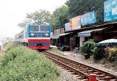 Bão sát đất liền, ngành đường sắt dừng một loạt chuyến tàu