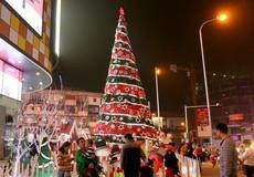Những cây thông Noel khổng lồ tại Hà Nội