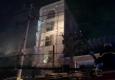 Cứu 7 người mắc kẹt trong quán karaoke bốc cháy ngùn ngụt ở Sài Gòn