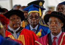 Tổng thống Zimbabwe xuất hiện công khai sau khi 'bắt tay' với quân đội