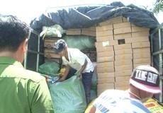 Bắt giữ xe tải chở nhiều loại hàng lậu