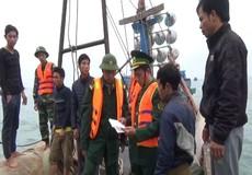 Bắt quả tang 6 người đánh cá trên biển bằng mìn