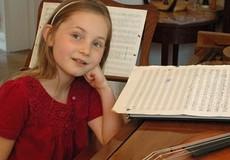 Cô bé 10 tuổi viết hoàn chỉnh một vở opera