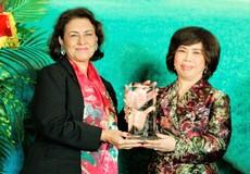 Bà Thái Hương, Chủ tịch HĐQT Tập đoàn TH được trao Giải thưởng Đại sứ Thương mại toàn cầu