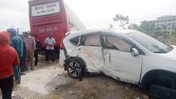 Xe khách và xe con tông nhau trên Quốc lộ, 2 người bị thương nặng