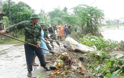 Bộ Quốc phòng tặng quà bà con vùng lũ Quảng Nam