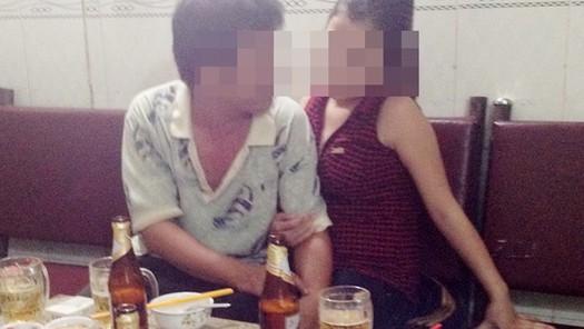 Chê tiền bo ít, nữ nhân viên tiếp bia gọi người đến bắn khách