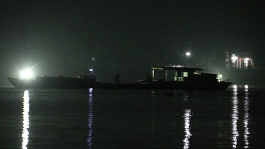 'Cát tặc' hoành hành xuyên đêm trên sông Hiếu, Quảng Trị