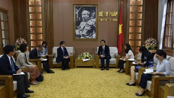 Thứ trưởng Nguyễn Khánh Ngọc tiếp Thẩm phán Tòa án Công lý Quốc tế