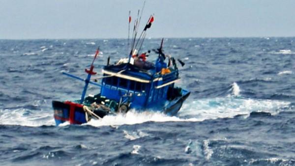 1 tuần, Bộ đội Biên phòng Cà Mau tìm kiếm 3 vụ thuyền viên tàu cá bị chìm, mất tích