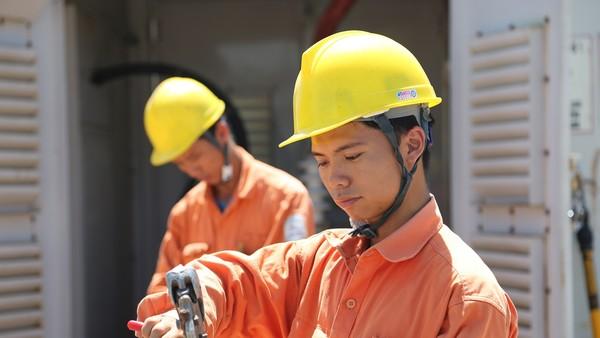 Thêm nhiều bước tiến trong dịch vụ khách hàng ở điện miền Bắc