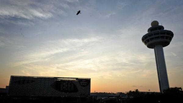 Sân bay náo loạn vì máy bay không người lái ở Singapore