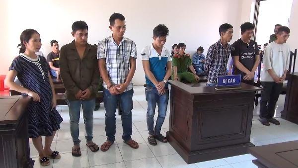 Kinh doanh thân xác phụ nữ, 7 bị cáo lãnh án tù