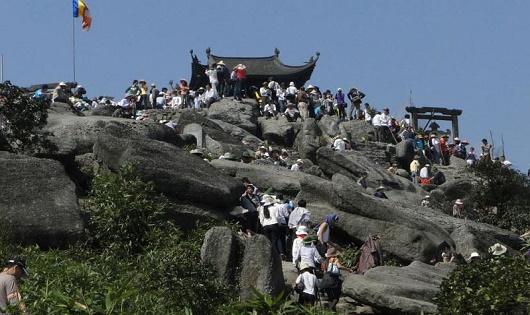 'Hái' bội tiền từ các tour du lịch tâm linh sau Tết