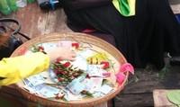 Bắc Ninh: Vẫn tiếp diễn tình trạng ngửa nón xin tiền tại Hội Lim