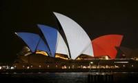 Các biểu tượng trên thế giới đồng loạt đổi màu cờ Pháp