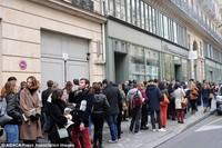 Người Pháp hát Quốc ca và chờ hiến máu ngay trong khủng bố