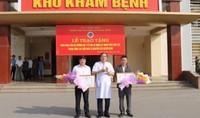 Bộ trưởng Bộ Y tế tặng bằng khen cho hai người vượt 200km hiến máu cực hiếm