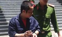 Dùng dao lam dính máu đe dọa để cưỡng hiếp 3 bé gái