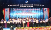 """Hội LHTN Việt Nam trao giải thưởng """"15 tháng 10"""" và giải thưởng """"Thanh niên sống đẹp"""""""