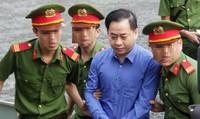 """Phan Văn Anh Vũ vừa vào tòa đã kêu """"Bị cáo oan quá""""!"""