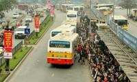 Vì sao Hà Nội khó mở làn riêng cho xe buýt?