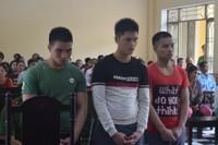 Bị nhắc nhở, nhóm thanh niên đâm bảo vệ trường tử vong