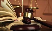 Vắng kiểm sát viên, xét xử tiếp hay tạm ngừng phiên tòa?
