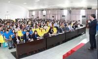 """Hơn 500 sinh viên tham gia thảo luận chuyên đề """"Nghề bảo hiểm nhân thọ"""""""