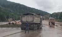 Quốc lộ Nghi Sơn - Bãi Trành 'oằn mình' vì xe quá tải, cơ quan chức năng ở đâu?