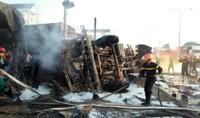 Đổ xe bồn chở xăng, cháy liên hoàn 16 căn nhà, 6 người chết
