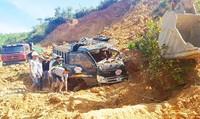 Đình chỉ khai thác mỏ đất nơi hai xe tải bị vùi lấp, một tài xế bị thương