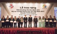 Tặng Giải thưởng cho Kỹ sư và Nhà khoa học trẻ Việt Nam